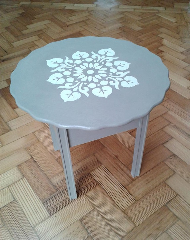 Catherine Roberts Table