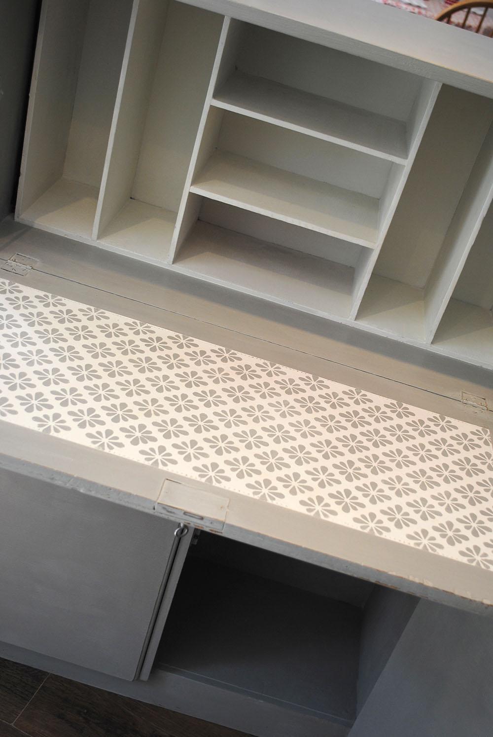 desk interior 2
