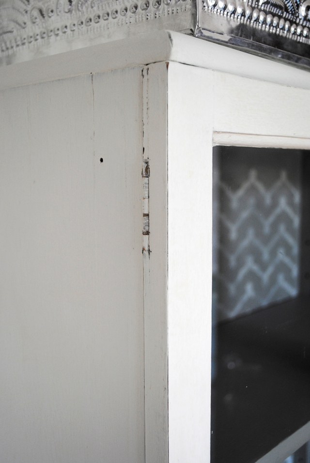 glazed cupboard zoom b