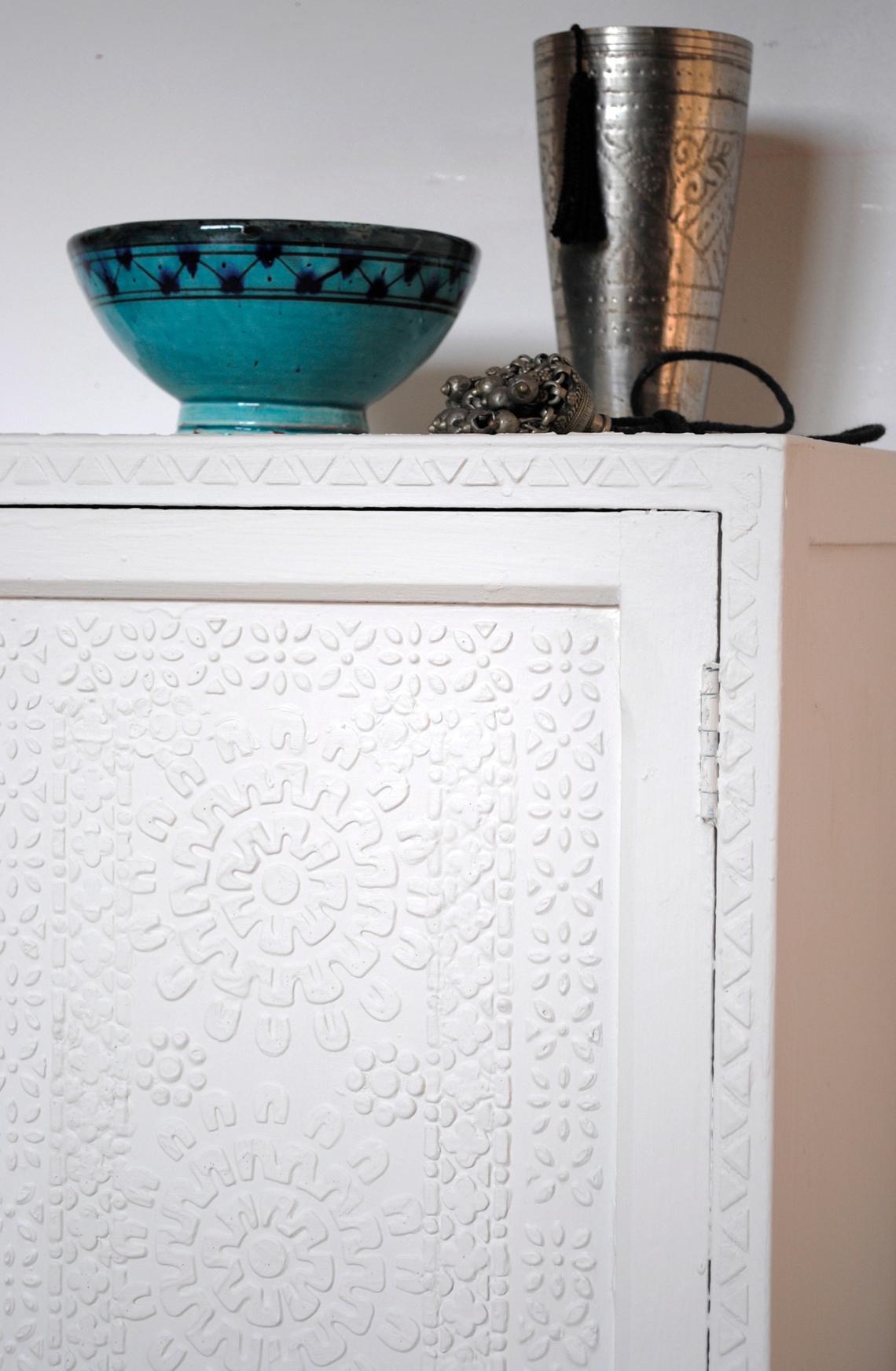 releif cupboard 8