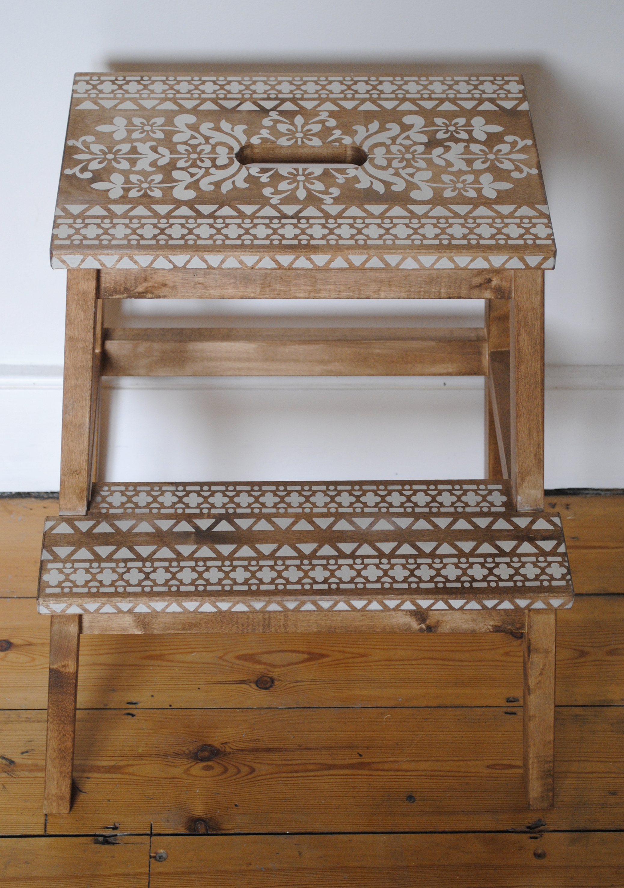 Astonishing Reloved Magazine An Ikea Hack And A Lot Of Stencils Unemploymentrelief Wooden Chair Designs For Living Room Unemploymentrelieforg
